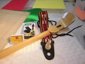 (送料無料)13.980円 沖縄三線専用 透明塗棹 松脂、調弦器、ストラップ、爪セットです。