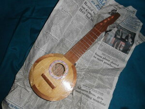 ■バンジョー?みたいな楽器の置物?