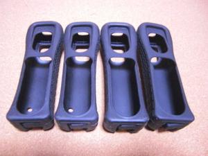 J17【送料無料】Wii リモコンカバー ジャケット 4個セット(動作良好 クリーニング済)黒 ブラック