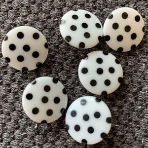 8個セット ボタン ハンドメイド リメイク 手作り ノスタルジック 70's 子供 コレクター 入学 入園準備 昭和レトロ 水玉 シンプル 白黒 北欧