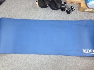訳あり新品即決 【ケース4.】RIORES ヨガマット NBR 厚さ 10mm ブルー 青 blue ヨガ ピラティス 体操 トレーニングに!