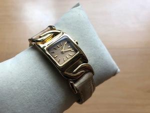 AK316 良品程度 レア DKNY ダナキャラン ニューヨーク 角ケース ゴールド ロゴ入純正革ベルト NY-9066 クオーツ レディース 腕時計