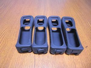 J17【即日配送 送料無料】Wii リモコンカバー ジャケット 4個セット(動作良好 クリーニング済)黒 ブラック