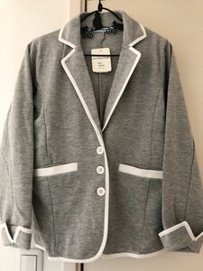 新品★ニットテーラードジャケット★白のラインが爽やかな印象です★ 未使用ですのでキレイです