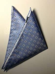 【新品】ポケットチーフ!高級織物*ライトブルー×ブルー小柄飛び柄、日本製シルク100%お買い得チーフ!