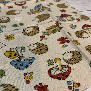 【はぎれ】ハリネズミ キノコ 布 生地 ハンドメイド用 約30cm×約35cm◇日本製◇綿×麻
