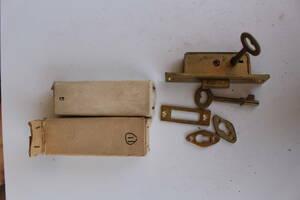 昭和レトロ アンティークとって 鋳物  鍵 建具 真鍮 ブラス 金物 真鍮金物 引き手  バックセット  レトロ鍵 ビンテージ