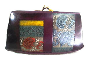 精緻なアルカイック染めが特徴的ながま口財布 日本製