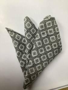 新品 ザックリしたシルバー色最高級織物使用のシルク100%?表示ポケットチーフ クールビズノータイスタイル 日本製安心お買い得サービス