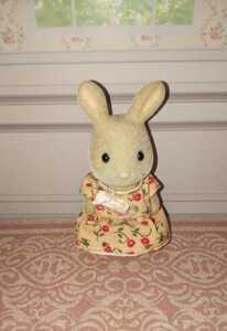 シルバニアファミリーみるくウサギの女の子難有り人形ドールうさぎフロッキー