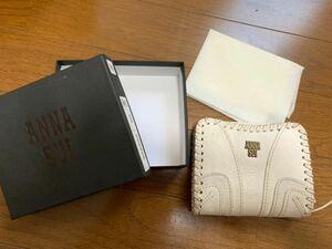 ANNA SUI アナスイ 二つ折り財布 ホワイト 白 蝶々 アンティーク 柄