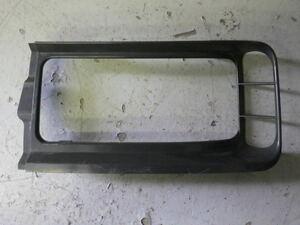 r261-20-60-4 ★ 三菱 ふそう スーパーグレート フォグランプ枠 右側 運転席側 KL-FP54JDR バンパー フォグランプ