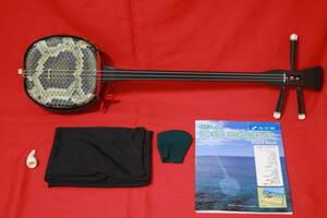 三線 リーズナブルな沖縄三線初心者 教本付シンプルセット(どなたでも扱いやすいダイナミックで明るい音色の三線です。) 新品未使用