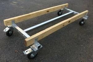 ジェットのメンテナンスには必需品。移動用台車