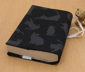 39 B ハンドメイド 手づくり 文庫本② ブックカバー 黒地 影絵 不思議 猫 ねこ ネコ キャット cat プレゼント 贈り物
