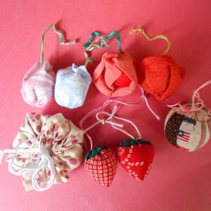 吊るし飾りいろいろ 保管品 8個 イチゴ2個、花1個、巾着2個、ほおづき2個、丸い巾着1個
