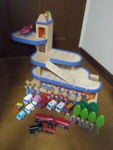 木製玩具 大型パーキングガレージ 立体駐車場 エレベーター付き 車両付属 ブロック 積木 ミニカー