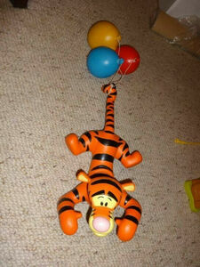 Disney ディズニー ミッキーマウス ティガー くまのプーさん 限定 レア 入手困難 フィギュア  人形