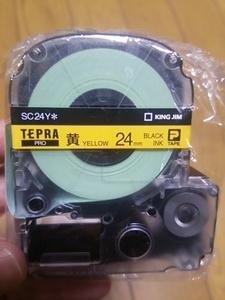 送料無料【即決】黄色 24mm 黒文字 SC24Y テプラカートリッジ テプラテープ 4971660765003