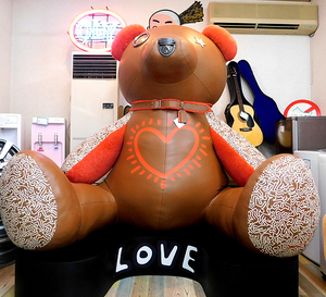 展示品 COACH×Keith Haring 巨大テディベア レザー 専用台座付き コーチ×キースへリング 巨大くま ぬいぐるみ