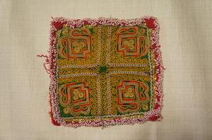 木綿グリーン地刺繍抽象模様パッチビーズ付[E12544]
