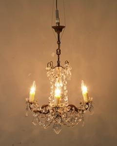 jf00865 仏国*フランスアンティーク*家具 4灯クリスタルシャンデリア ガラスドロップ 店舗照明 ロココ 真鍮 スタジオ ペンダントライト