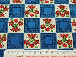 在庫わずか!スイス製 ヴィンテージ&レトロ ワックスペーパー,包装紙 (青と白の升目模様に赤い花)