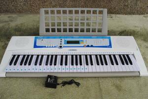 け593◆ヤマハキーボードEZ-J200◆YAMAHA/ポータブル/アダプター付き/電池OK/光るガイド鍵盤/61キー/譜面台/動作OK/詳細写真複数あり