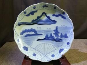 旧家蔵出し品 古伊万里 縁起物 扇に富士山ののある風景図 歪んで古い大皿