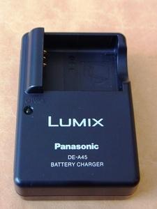 〈 Panasonic DMW-BCD10 バッテリーチャージャー DE-A45 A 〉