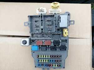室内ヒューズボックス H17年6月 ABA-RB1-1112179 オデッセイ アブソルート 8万km K24A 白NH-624PX 2400cc 5AT FF RB2