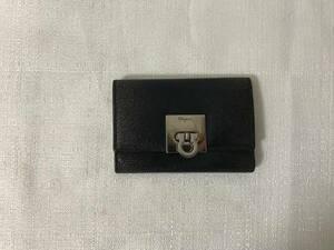 美品本物フェラガモ本革レザー型押し二つ折り6連キーケース鍵キーリング旅行黒ブラックトラベルメンズレディースビジネス