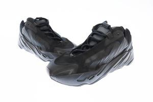 アディダス adidas YEEZY BOOST 700 MNVN Triple Black FV4440 イージーブースト トリプルブラック 28 黒 ブラック▲■☆AA★201226 0120