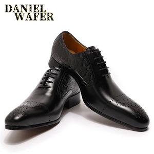 2020 ファッションメンズドレスシューズレザーオックスフォードの高級イタリアの靴黒ブラウンレースアップウェディングオフィスビジネス正