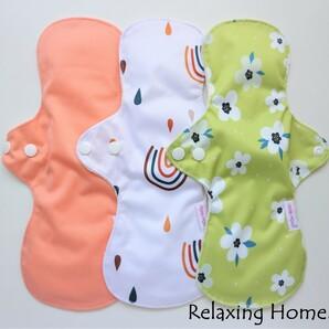 ●布ナプキン 3枚セット30cm●多い日(昼用) 普通の日(夜用) 防水 虹★花