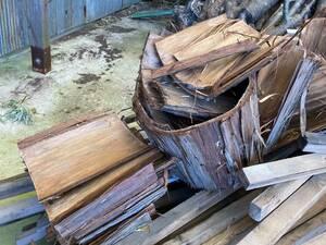 乾燥済みのヒノキの樹皮です、手作り巣箱やミツバチ巣箱、小鳥の餌台の屋根に雰囲気抜群ですよ~