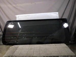 H28年 NV350 キャラバン VW6E26 右リアクォーターガラス 運転席側1番後ろ 右リアサイドガラス 83340-3XA6D[ZNo:02010395]
