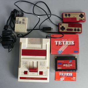 中古 ファミコン本体 任天堂 テトリス ソフト付 出品前に動作確認 即使用可 旧タイプのアナログテレビ用です。