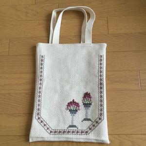 ハンドメイド 刺繍 トートバッグ マイバッグ エコバッグ 手提げ袋
