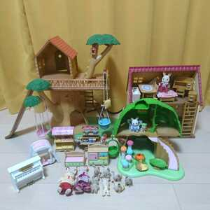 シルバニアファミリー 大量 まとめ売り にぎやかツリーハウス+妖精さんのひみつの木+はじめてのシルバニアF+家具小物+人形 シルバニア