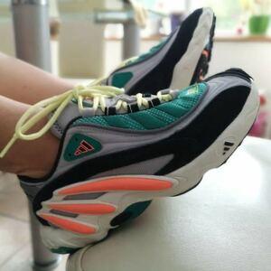 新品 未使用 正規 adidas FYW 98 アディダス fyw98 復刻 26.0cm yeezy 700 wave runner 類似カラー ダッドシューズ 運動靴 普段履きに