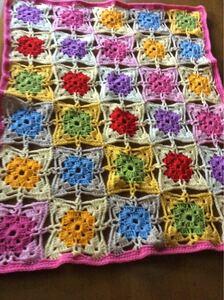手作り ハンドメイド《かぎ針編み 膝掛け》 気分も明るく春らしく優しい色で編みました。 母の日のプレゼントにも