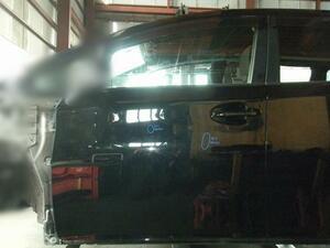 ウィッシュ ZGE20W 左フロントドア 黒色 カラー番号202 純正品番 67002-68030