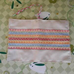 ハンドメイド スェーデン刺繍のブックカバー 文庫本ブックカバー オリジナル 刺繍 刺しゅう入り 手作りブックカバー