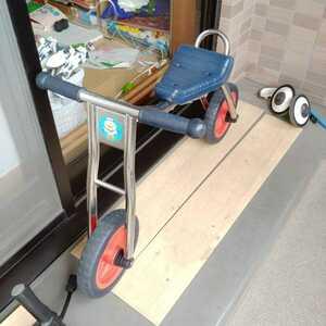 キックスケーター ストライダー キックバイク 自転車の練習に児童館 幼稚園 保育園にも 乗用玩具 2輪車 キックスクーター バランスバイク