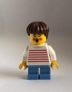 即決 新品 未使用 レゴLEGO ミニフィグ ミニフィギュア  笑う男の子 シティ タウン