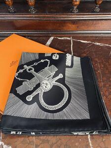 未使用■HERMSエルメス ★エルメスカレ90 大判スカーフ シルク100% / ブラック×ホワイト 箱付き エルメススカーフ