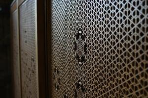 【日本の手仕事】秋田杉 組子 引戸 4枚組 雪 結晶 紋様 建具 日本建築 職人 木工 伝統 文化 間仕切り アンティーク 古民家 スクリーン