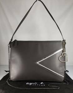 美品 Agnis b 可愛い2WAY フォーマル・パーティ等 iPad収納 上質本革 軽量 クレージュ ハンド&ショルダーバッグ です。ロゴチャーム付き。