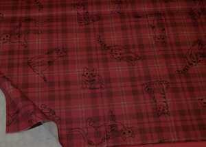 即決送料120円~プリント生地 50cm単位~コットン生地 布地 深い赤系 赤エンジ系 チェック 猫 ネコ ねこ ポップ